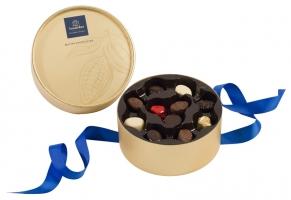 Луксузно златно пакување со 22 пралини - Dora gold
