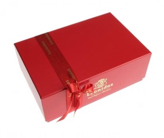 Луксузно црвено пакување со 30 пралини